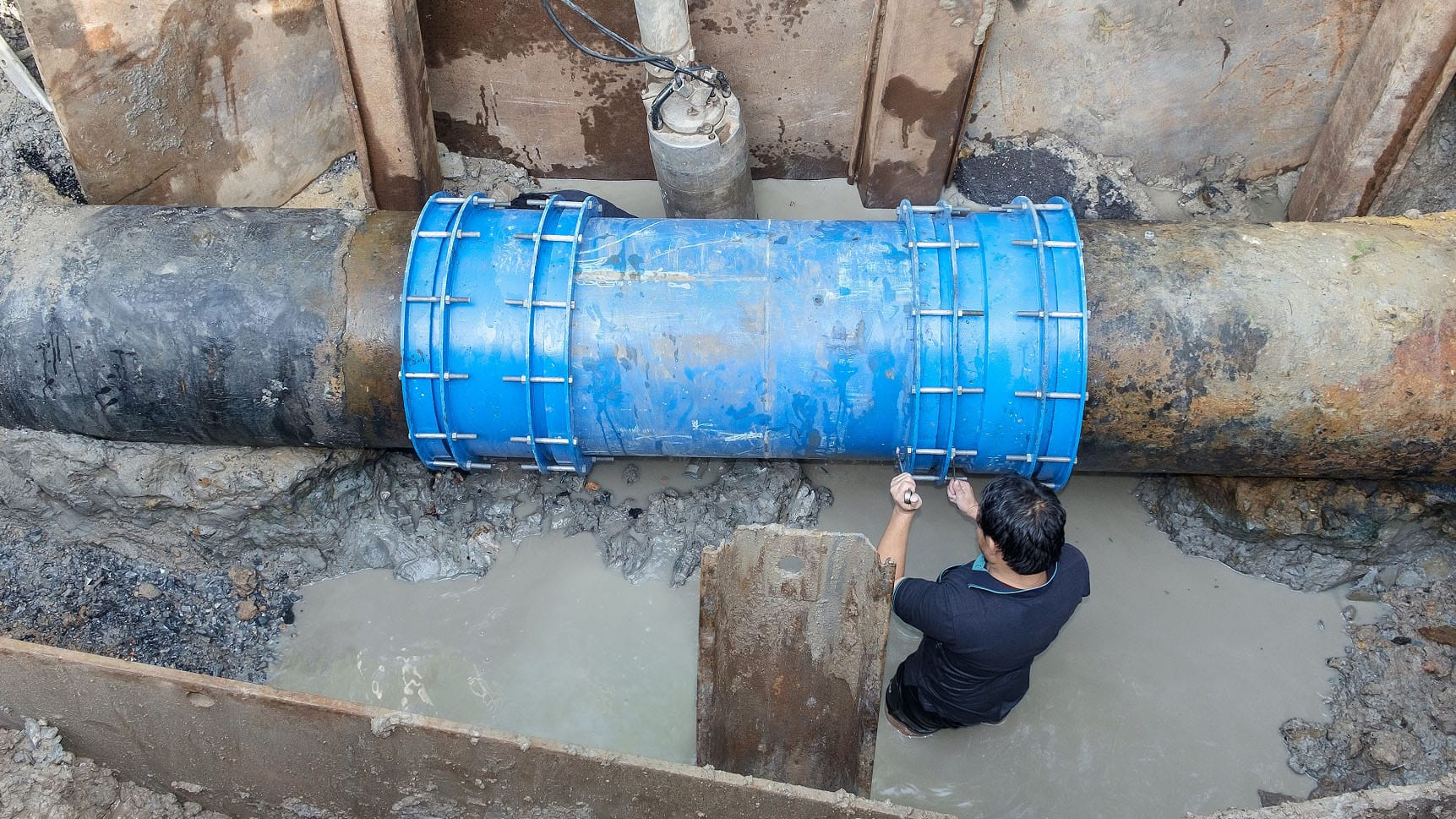 700-mm-diameter-water-pipe-fixed-between-cast-rion-and-ductileSMALLCropped